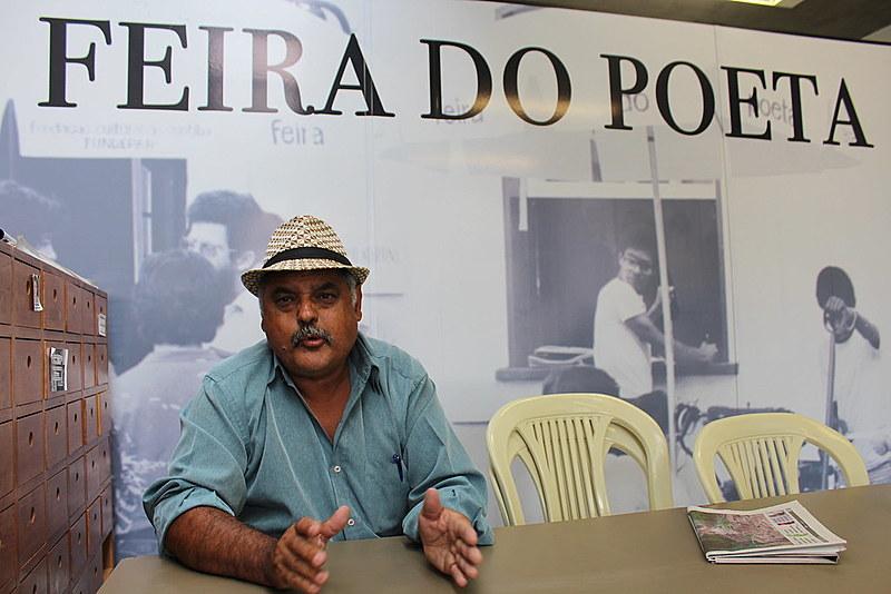 Luiz Carlos Brizola na Feira do Poeta, reaberta no Largo da Ordem