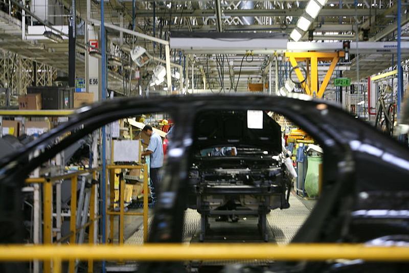 Até o momento, a empresa produz, em pequena escala, chassis para ônibus elétricos e painéis solares