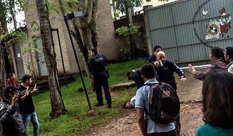 A invasão por policiais na Escola Nacional Florestan Fernandes (ENFF) também é citado pelo Comitê de Direitos Humanos no dossiê