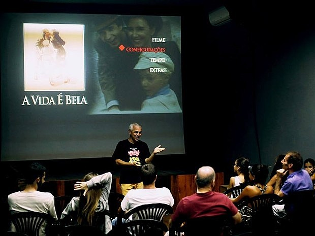 Projeto tem exibição e debates com filmes nacionais e estrangeiros gratuitamente em Petrolina