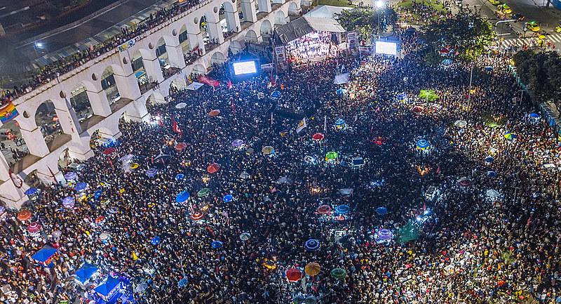 Ato da Virada pela democracia teve a presença de diversas personalidades, entre elas, Conceição Evaristo, Mano Brown e Chico Buarque