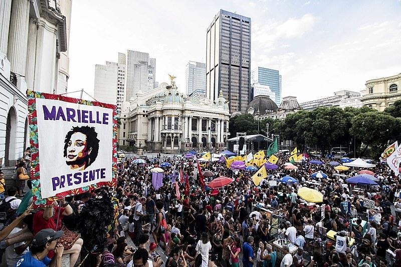 No Rio de Janeiro, milhares de pessoas se reuniram na Cinelândia, centro da capital fluminense