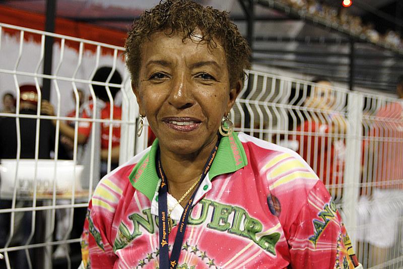 A deputada Leci Brandão em desfile do Carnaval carioca, 2012