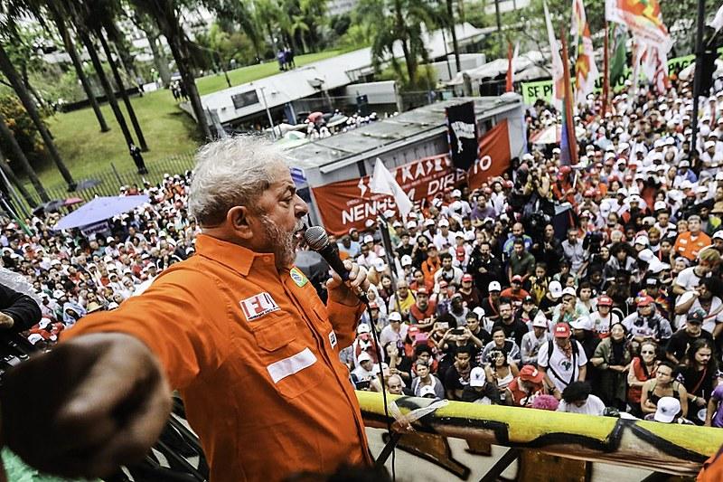 Lula participa de ato da Frente Brasil Popular na cidade do Rio de Janeiro