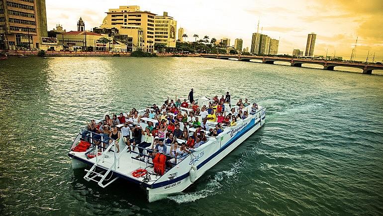 Passeio de Catamaran é um pouco mais caro, mas proporciona a vista da cidade de outros ângulos