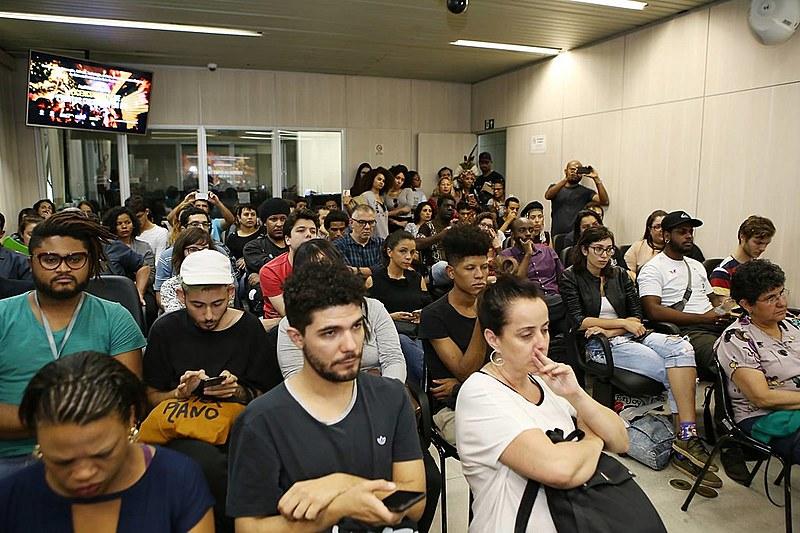 Plenário cheio discute o licenciamento de eventos culturais