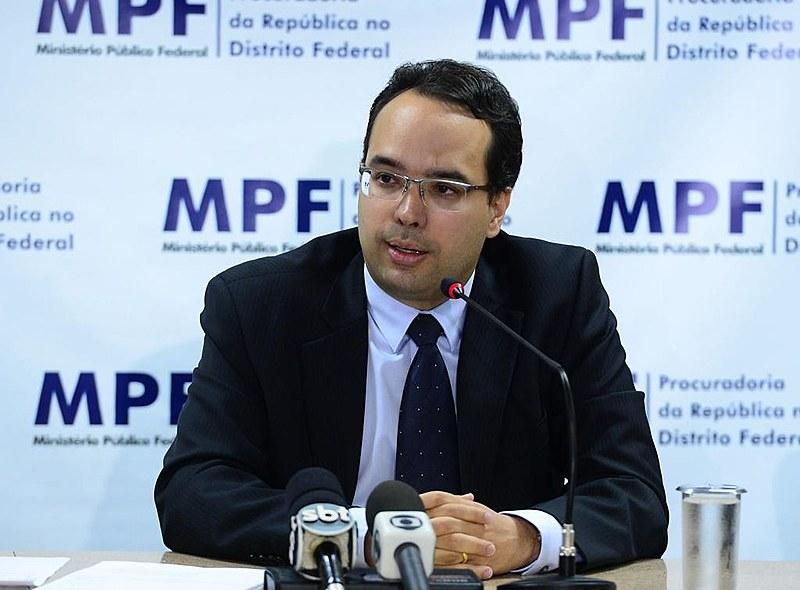 José Alfredo Silva reprova a politização e a espetacularização do Poder Judiciário