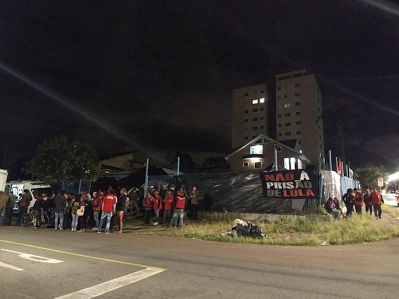 Acordo que resultou na transferência do acampamento para três quadras da PF também deveria garantir segurança aos acampados