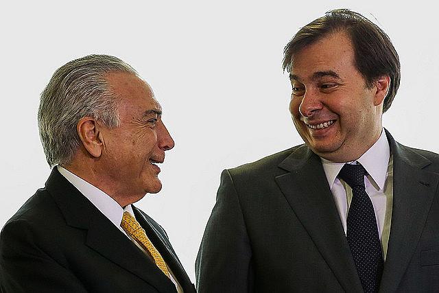 Michel Temer (PMDB) e Rodrigo Maia (DEM) foram favoráveis à aprovação do projeto de lei