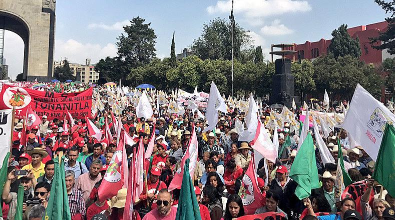 Milhares de camponeses marcharam nesta terça-feira na Cidade do México para exigir que o país se retire do NAFTA, renegociado atualmente