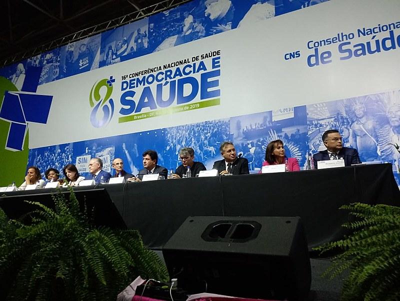 Por cerca de uma hora ministro da Saúde e sua equipe recebeu vaias da plenária da 16ª Conferência Nacional