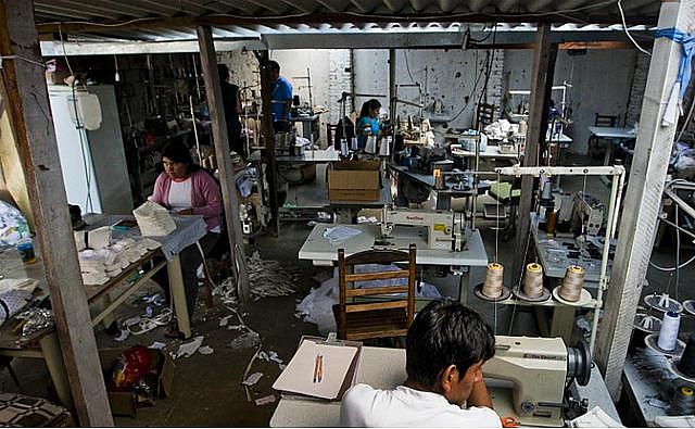 Taller de costura con trabajadores sometidos a condiciones análogas a la esclavitud