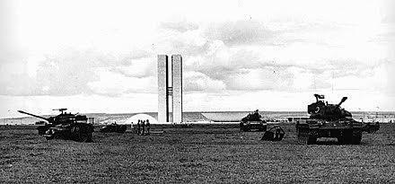 Nenhuma das rupturas golpistas em nossa história causou tanto desmonte do Estado nacional quanto a atual. Na foto, Brasília em 1964