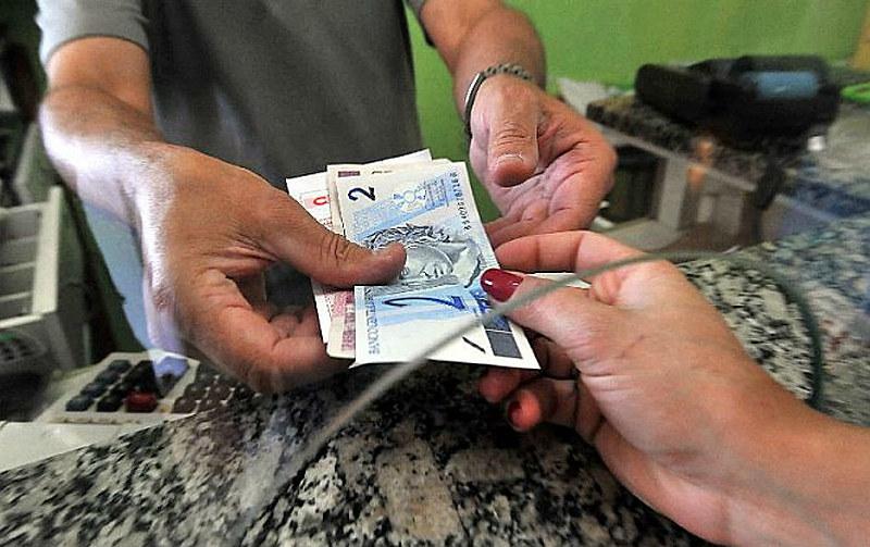 Se Bolsonaro aplicasse a política criada por Lula e transformada em lei por Dilma, mínimo deveria ser reajustado a R$ 1.061
