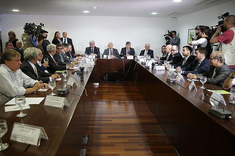 Ministros de Temer tentam negociar, sem sucesso, o fim da paralisação com os representantes dos caminhoneiros