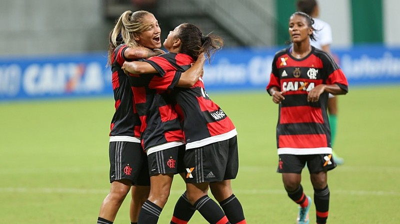 O projeto, da deputada Enfermeira Rejane (PCdoB), quer estimular as mulheres de todas as idades que gostarem do futebol a praticar o esporte
