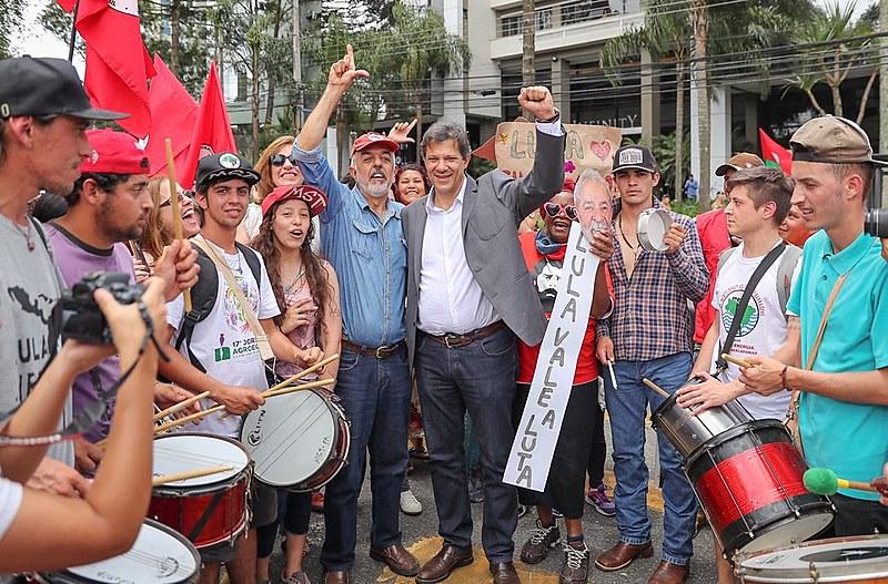 Lideranças acompanham depoimento de Lula em Curitiba nesta quarta-feira (14/11).