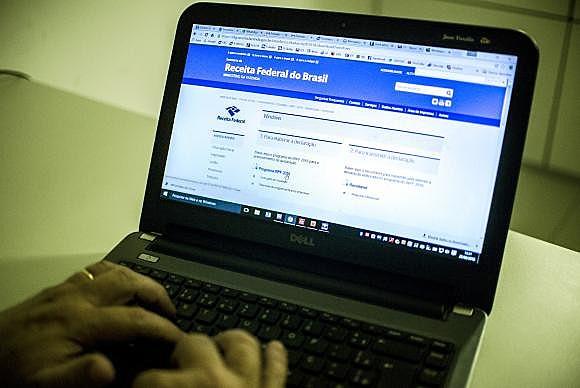O contribuinte pode baixar o programa para preparar a declaração pelo computador ou celular