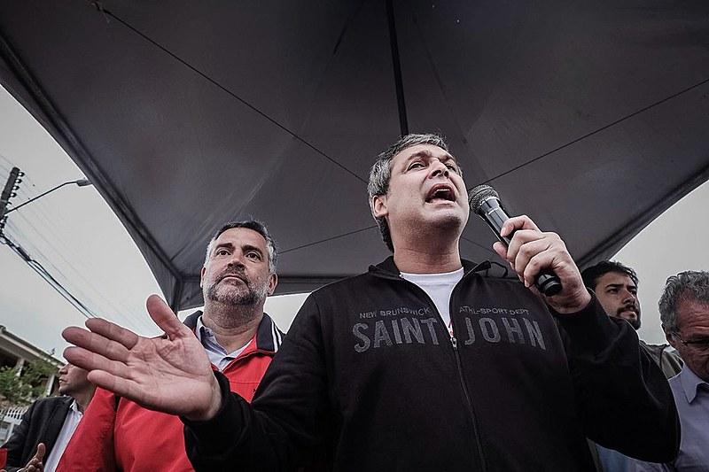 O senador Lindbergh e o deputado Paulo Pimenta anunciaram que haverá uma vistoria na sede da PF nesta terça (17)