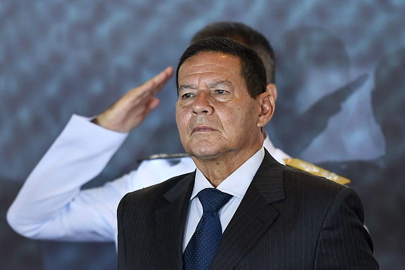 Vice-presidente Hamilton Mourão tem se distanciado dos tropeços do presidente Jair Bolsoanaro