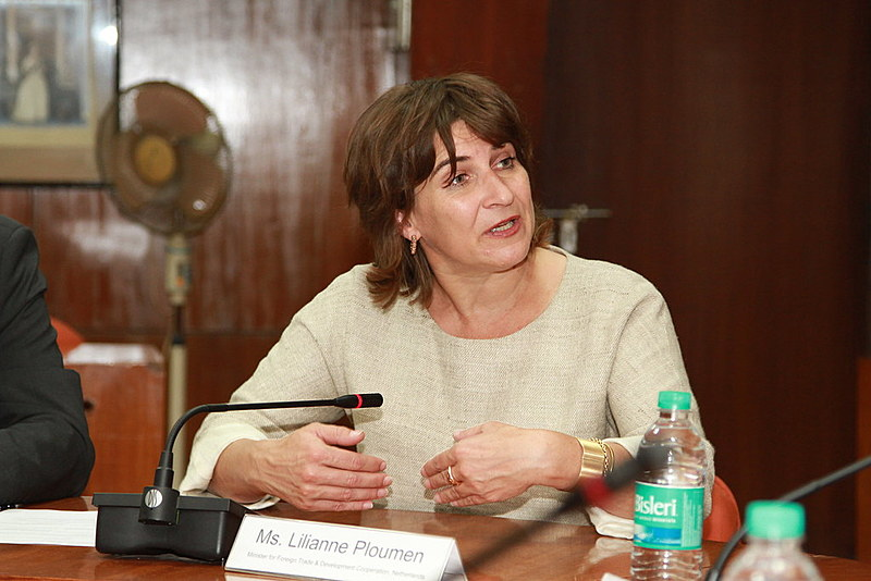 Lilianne Ploumen, defensora da proposta e ministra de Comércio e Cooperação Internacional da Holanda -- país que propôs a criação do fundo