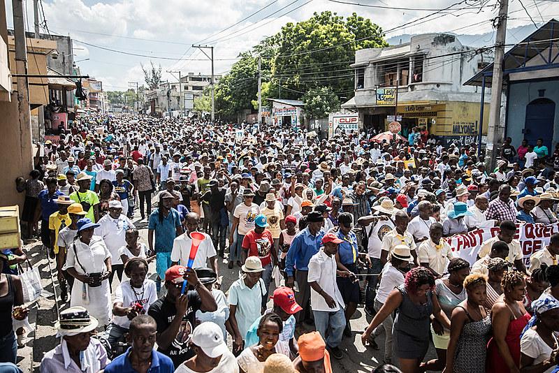 Milhares de haitianos participam da mobilização contra o presidente do país, Jovenel Moise, em Porto Príncipe, capital do país