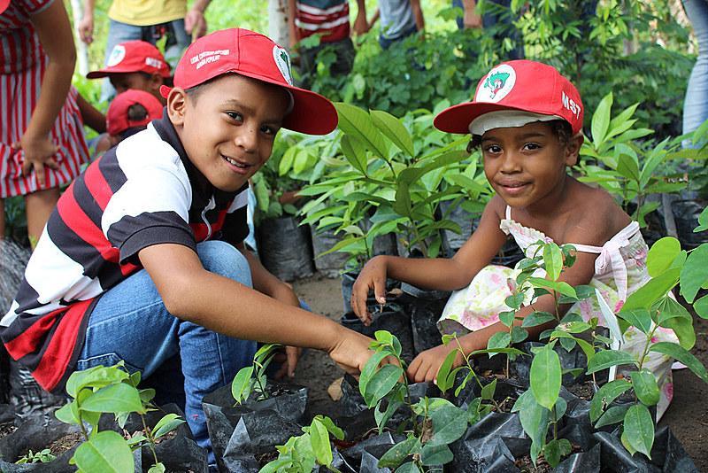 Filhos de trabalhadores rurais sem-terra no estado de Alagoas