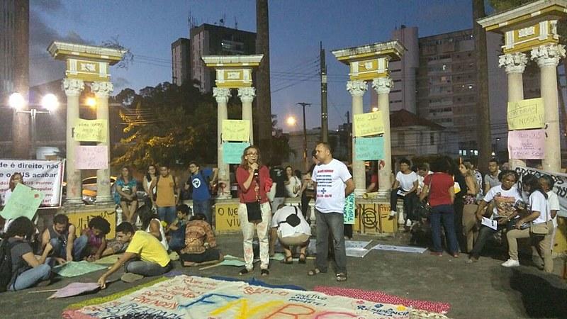 Ainda na quarta-feira, foi realizado no fim da tarde um ato público em defesa do SUS, na Praça da Democracia (Derby), no Recife