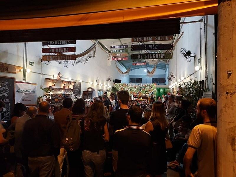 """Debate """"O SUS em xeque"""", lotou na última quinta-feira (1º) o Armazém do Campo em SP e teve a participação de centenas de internautas"""