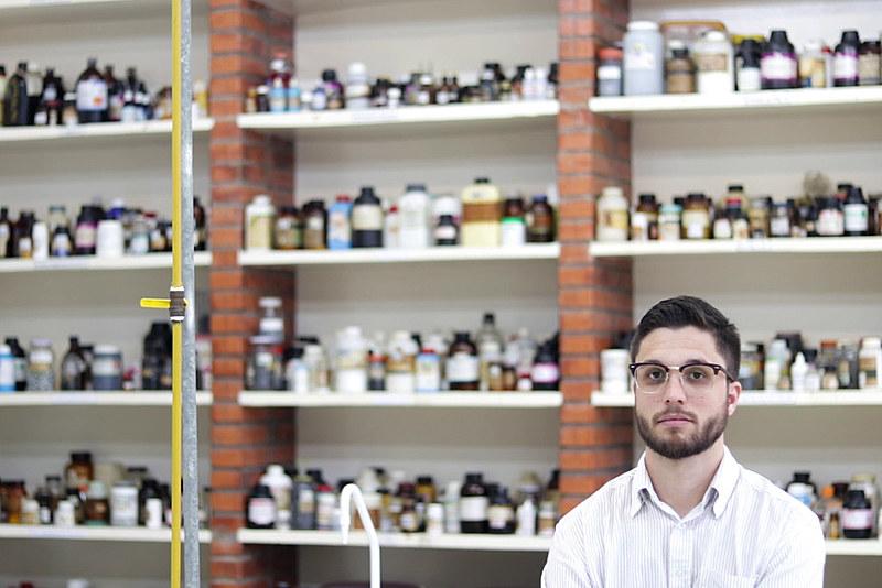 Doutorando do Instituto de Química da USP, Mateus Carneiro é um dos cientistas que esperam pela retomada das bolsas