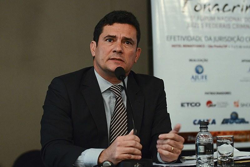 Moro tem sido acusado por muitos juristas de alongar as prisões preventivas para conseguir delações premiadas dos investigados