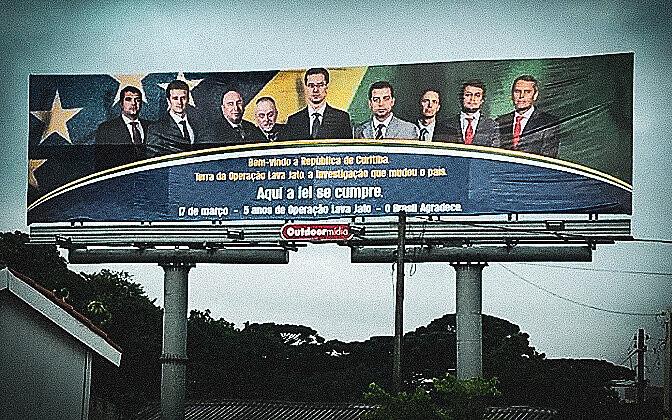 um juiz federal conseguiu instituir, no Paraná, uma parodia de Estado, com aparência de soberania, contando com a cumplicidade do MP
