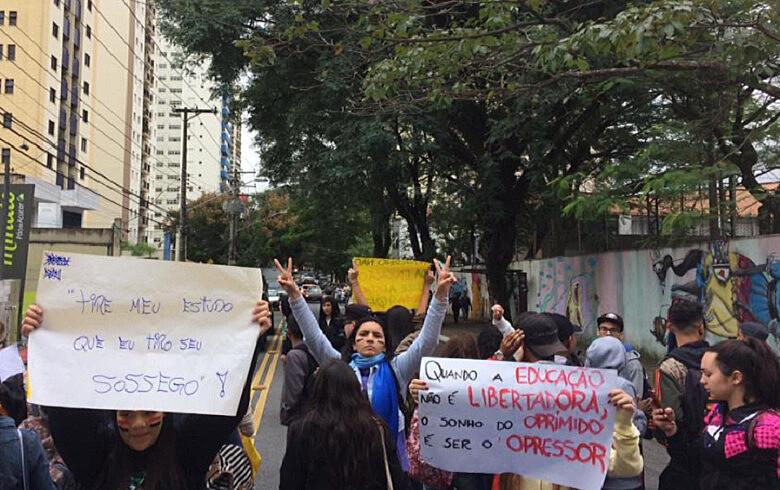 Estudantes do EE Romeu de Moraes não concordam com o fechamento de duas turmas no final deste semestre