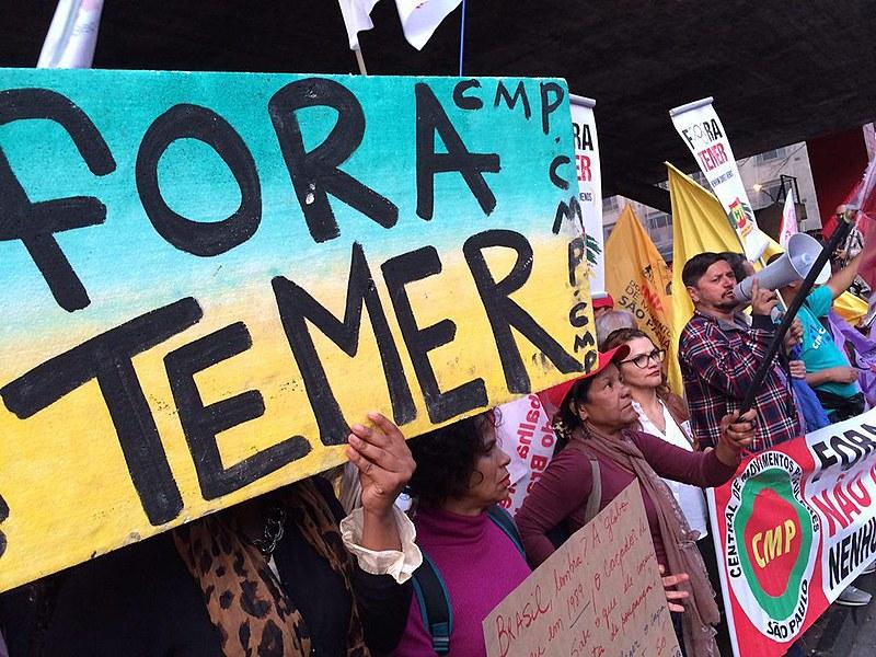 Nas ruas, protestos pela destituição do presidente não eleito continuam acontecendo pelo país