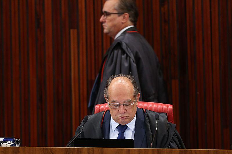 Ministro Admar Gonzaga e o presidente do TSE, ministro Gilmar Mendes, durante julgamento da chapa Dilma-Temer