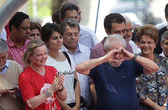 Antes de presentarse ante la Justicia, Lula discursó a miles de apoyadores en el Sindicato de Matalúrgicos del ABC