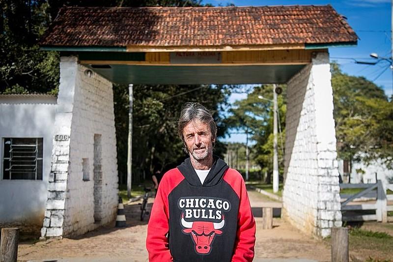 Jacó Hanzel tinha 8 anos quando teve que se despedir dos pais na porta do Hospital Colônia de Itapuã (RS)