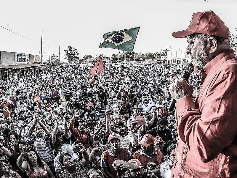 Lula em uma das caravanas pelo Brasil que realizou no ano passado
