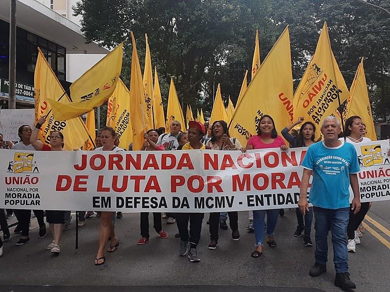 Manifestantes em São Paulo, onde 3 mil manifestantes ocuparam a Avenida Paulista