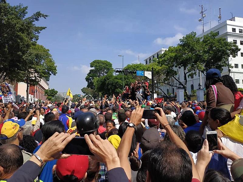 Do lado opositor, ministro de Relações Exteriores colombiano diz que Grupo de Lima está se mobilizando e deve reunir-se
