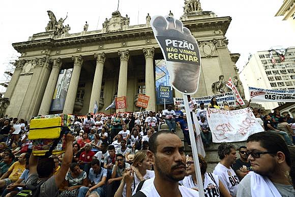 Movimento Unificado dos Servidores já protocolou quatro pedidos de impeachment contra Pezão