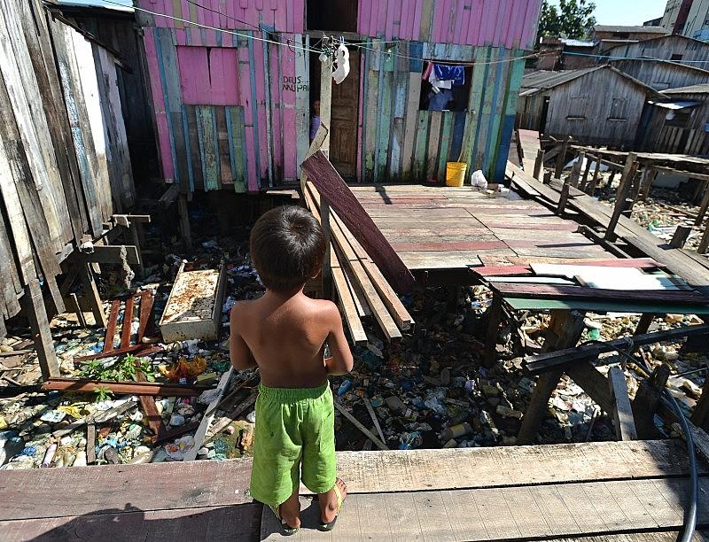 Em 2014, Brasil possuía 95% dos domicílios com acesso a água, e somente 56% deles com coleta de esgoto