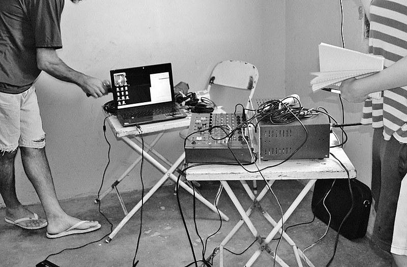 Rádio comunitária Oziel, no assentamento Oziel, do Movimento Sem Terra, em Baliza (GO)