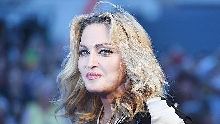 Madonna compartilhou notícia falsa sobre hidroxicloroquina, em que uma médica defendia seu uso contra a covid-19