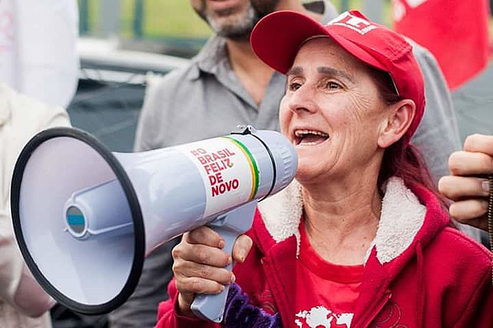 Para Izabel, ex-presidente está preso injustamente e sua liberdade deve ser defendida diariamente
