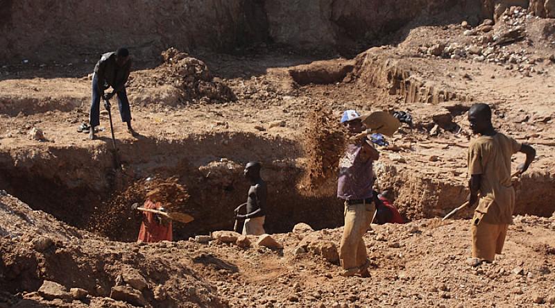 De acordo com informações preliminares, os militantes são acusados de estarem violando uma área de preservação