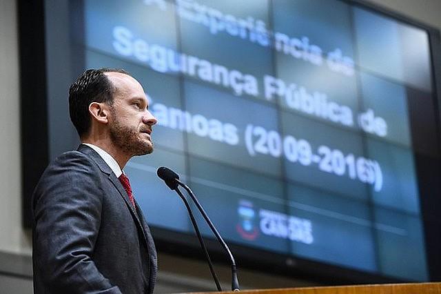 Para especialista en seguridad pública, las fuerzas democráticas deben unirse contra el proyecto presentado por Bolsonaro