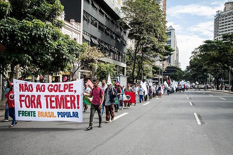 Frente Brasil Popular fecha entrada do Ministério da Fazenda em Belo Horizonte (MG)