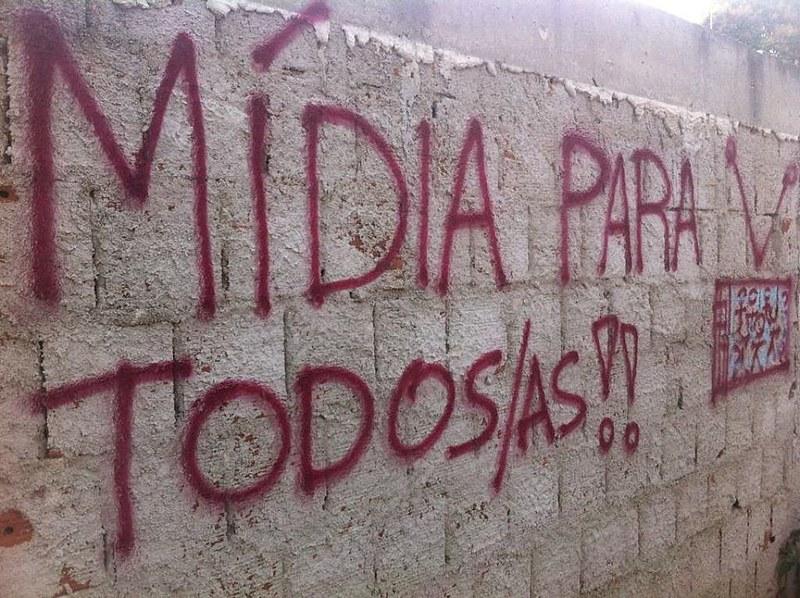 O início da greve aqui no Paraná coincidiu com o início da Semana Nacional de Luta pela Democratização da Comunicação, de 17 a 23 de outubro, dando um tom ainda mais simbólico à luta contra o monopólio e pela diversidade de vozes na mídia