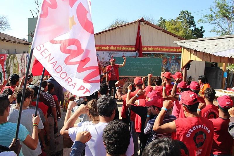 Aulas são pensadas em conjunto com a mobilização política em defesa da democracia